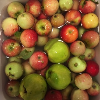 Using apples of many different varieties deepens the flavor.